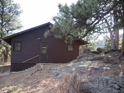 Entrance to cabin (400x300)